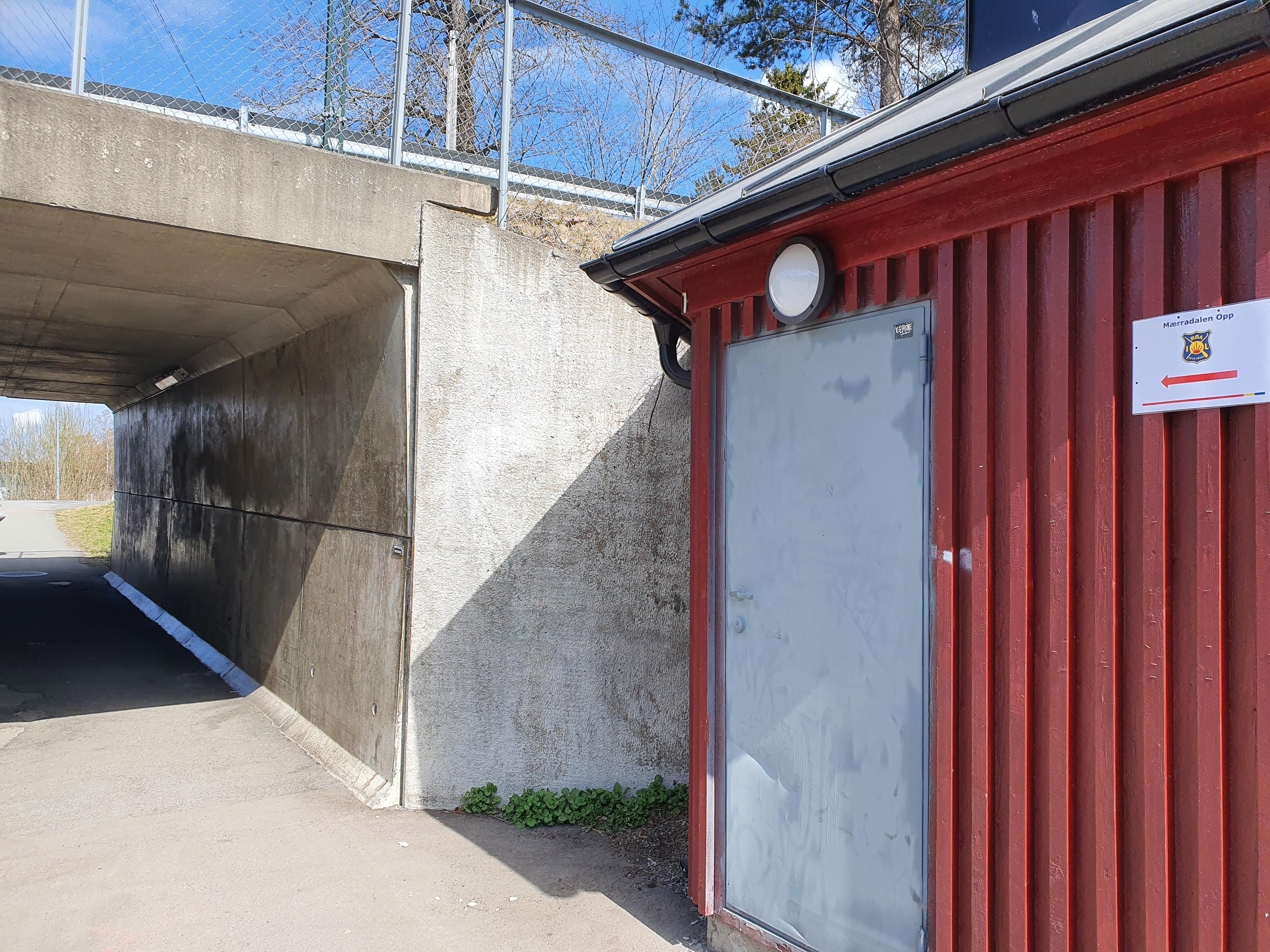 Ved Ankerveien løper man gjennom gangtunnelen og fortsetter mot Badeplassen.